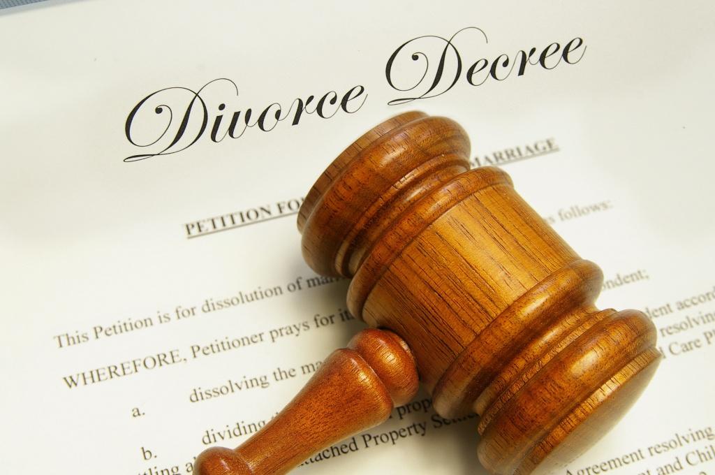 divorce-gavel-philip-darnell